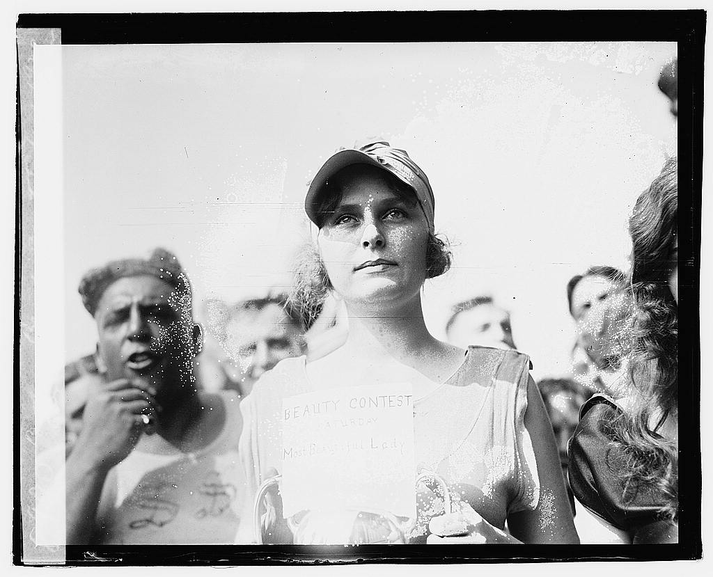02044v----bathing beach beauty contest 1920 via loc gov swimming