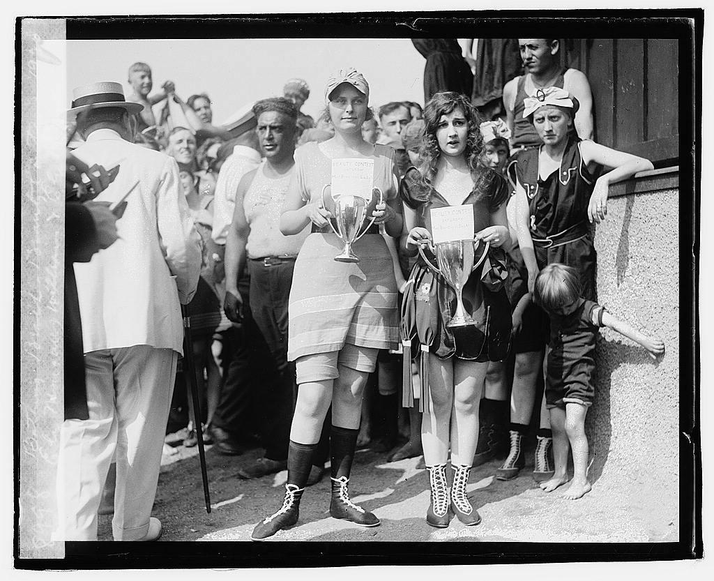 02049v----bathing beauty contest 1920 loc gov swimming