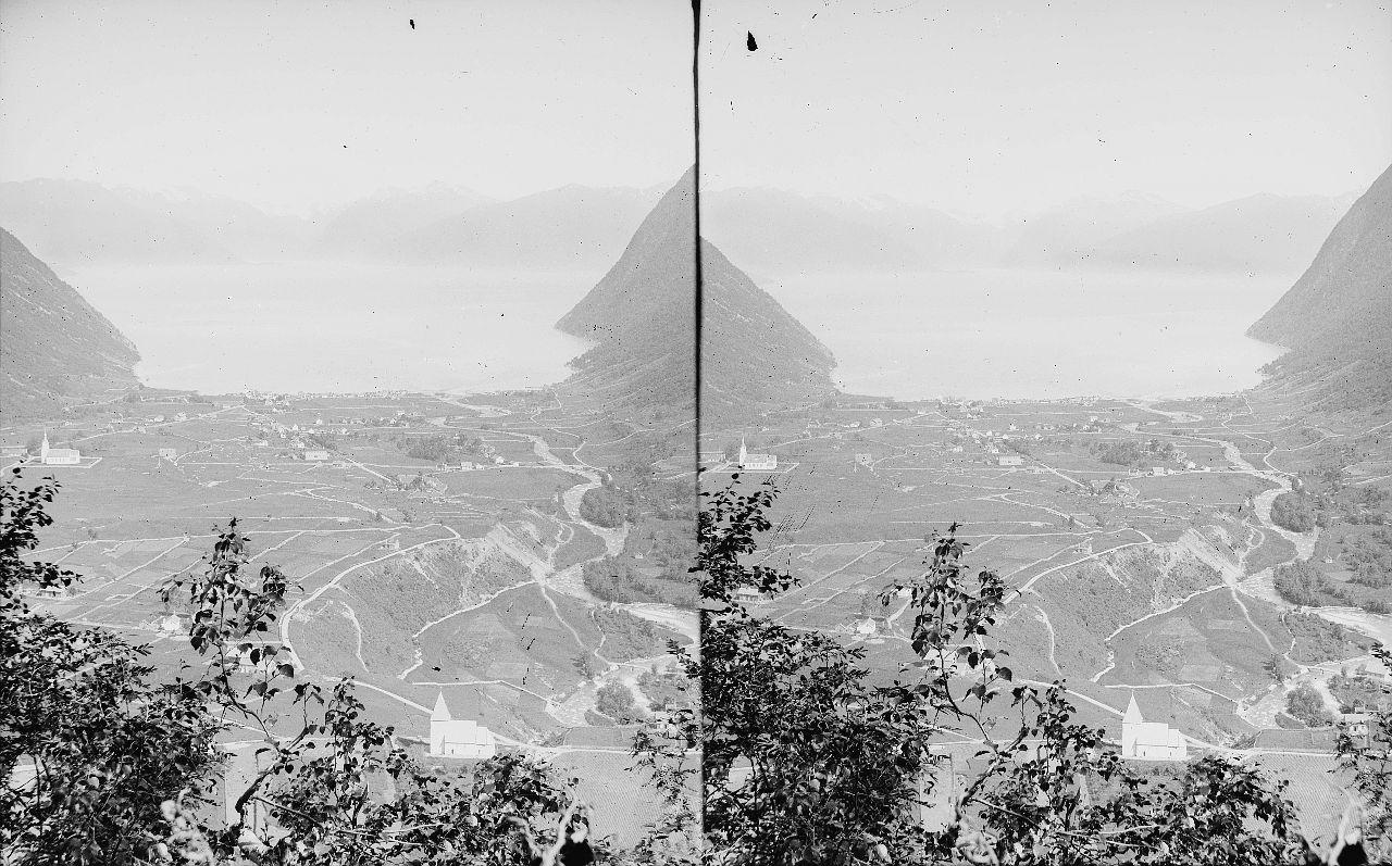 Fylkesarkivet i Sogn og Fjordane-stereo view-Vik, ca 1897-1907. 12608999563