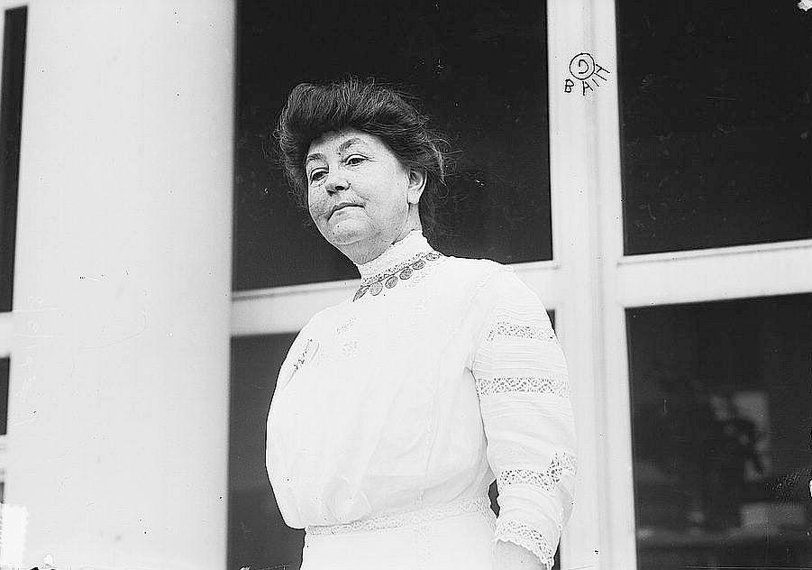 loc-news-1910s----Mrs. Woodrow Wilson (LOC) 2658039831-crop-lady-woman